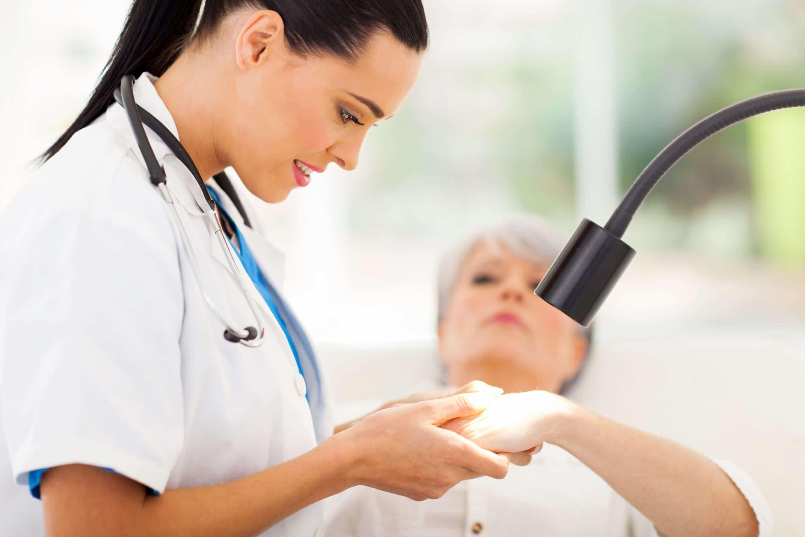 Arts of dermatoloog